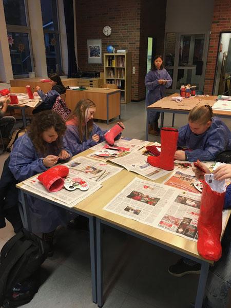 Weihnachtliches Kunstprojekt der Klasse 5a